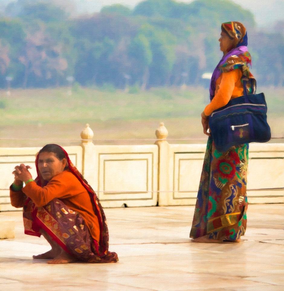 Women @ Taj Mahal